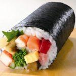 節分の日に丸かぶり寿司「恵方巻き」を食べて無病息災