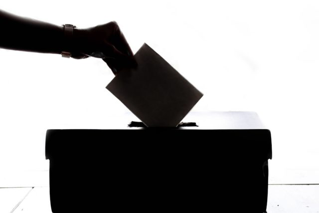 メイ英首相の不信任投票が間もなく実施
