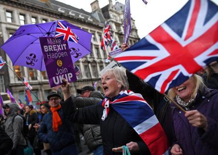 ロンドンでブレグジット反対デモ。メイ首相辞任間近。