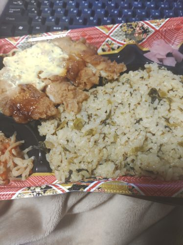 深夜にご飯を食べる海外FXトレーダーは日本在住。