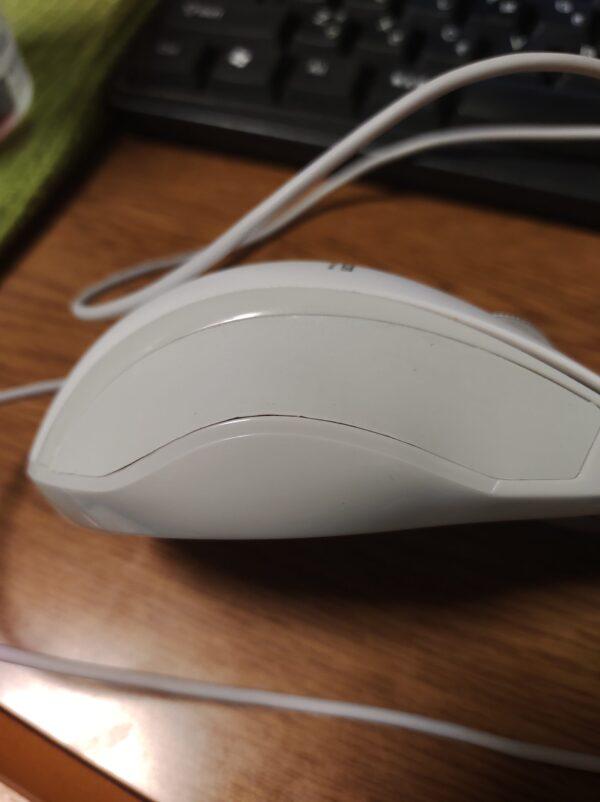 指がベタベタすると思って調べてみるとマウスの側面カバーが取れそうだった。